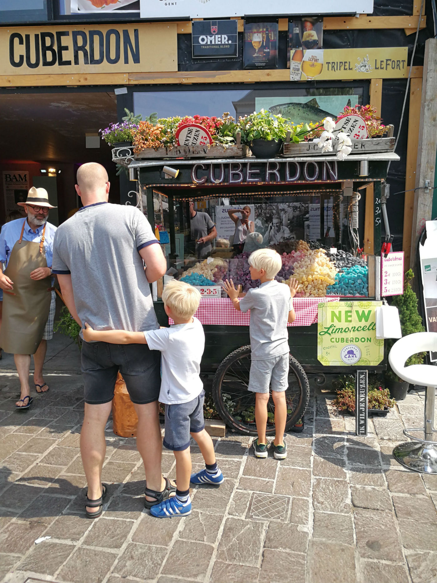 Buying Cuberdons in Ghent. One of the many fun things you can do with children in Ghent, Belgium. | Ghent travel | Ghent itinerary | Ghent with kids | Things to do in Ghent | Ghent Belgium|